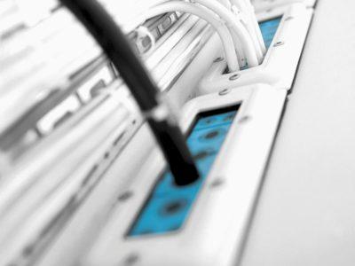 Множественный ввод кабелей в шкаф