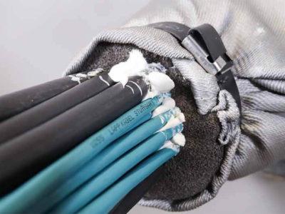 Уплотнение кабелей в противопожарной проходке