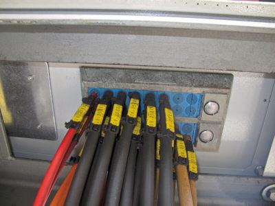 Ввод 32 кабелей в шкаф